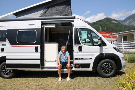 Campingbus mit Aufstelldach und Hubbett für vier Personen – der Adria Twin 640 SGX Sports Edition