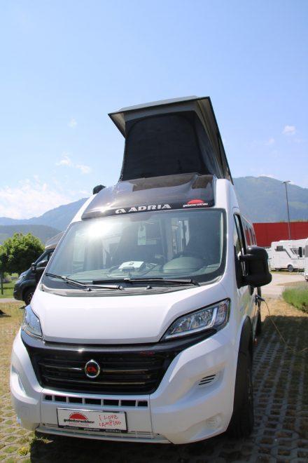 Der Adria Twin 640 SGX Sports Edition bietet Platz für bis zu vier Personen bei kompakten Außenmaßen.