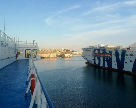 Abendstimmung im Fährhafen von Genua