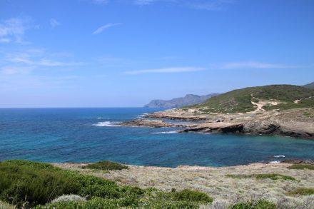 Die Buchten vor Argentiera mit türkisfarbenem Wasser