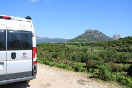 Auf dem Weg Richtung Norden durch das hügelige Hinterland Sardiniens