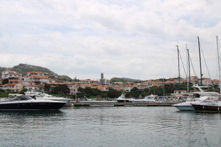 Im Hafen von Porto Rotondo liegt so manche Millionen-Yacht
