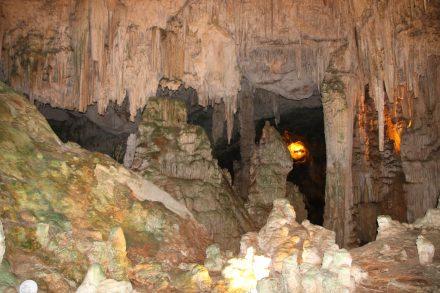 Die Tour durch das weitverzweigte Höhlensystem der Grotte di Nettuno auf Sardinien