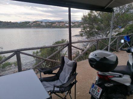 Die Terrassenplätze am Camping Telis gibt es in unterschiedlichen Größen