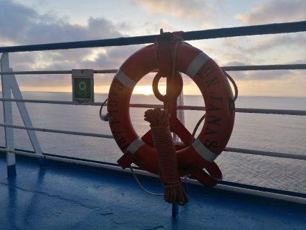 Wunderschöner Sonnenuntergang über dem Ligurischen Meer