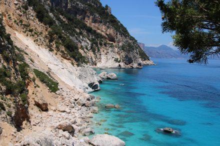 Unglaublich intensive Farben machen die Cala Goloritze zur schönsten Bucht Sardiniens