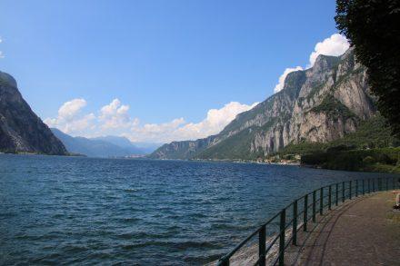 Die Uferpromenade am Lago di Lecco