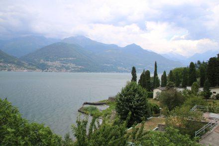 Das Kloster di Piona beherbergt 10 Mönche, die diesen Seeblick genießen dürfen