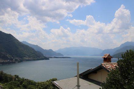 Olgiasca liegt auf einer Halbinsel südlich von Colico im Comer See