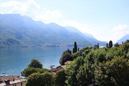Der Lago die Lecco entlang der Halbinsel