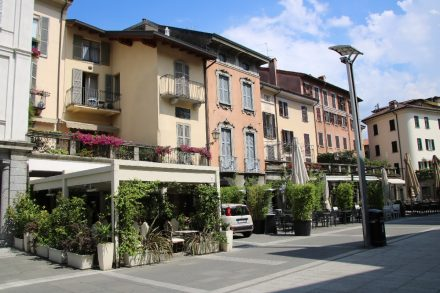 Liebevoll begrünt und sehr gepflegt zeigt sich die Innenstadt von Lecco
