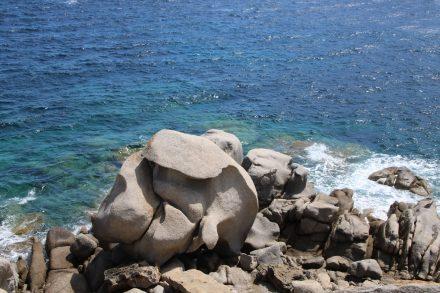 Ein Fabelwesen aus Granit am Capo Testa