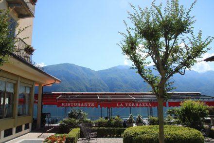 Am Ortseingang liegt das chice Hotel Belvedere mit grandioser Aussichtsterrasse