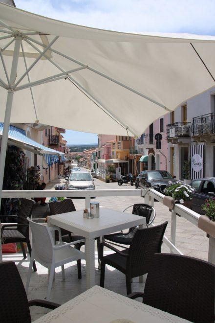 Vom kleinen Santa Teresa di Gallura pendeln täglich Fähren zum 12 km entfernten Korsika