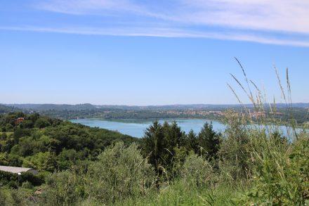Westlich von Galbiate liegt der Lago di Annone