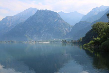 Der Lago di Mezzola schließt nördlich an den Comer See an