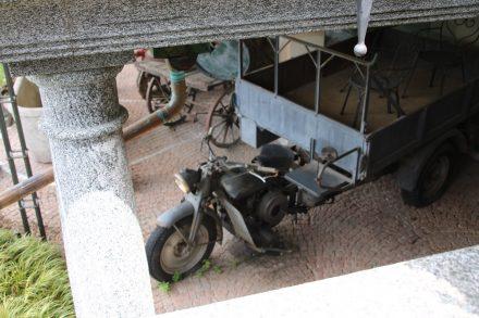 Im Untergeschoss der Albergo Conca Azzurra stehen allerhand Raritäten