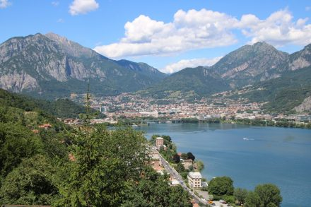 Lecco liegt direkt am Übergang vom Lago di Garlate zum Lago di Lecco