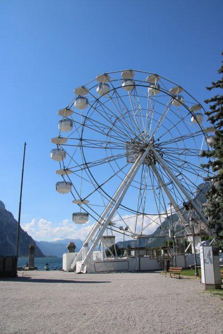Ein Riesenrad mit Riesenblick über den Comer See