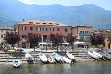 Beliebt ist der zentrale Uferplatz in Colico
