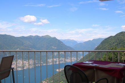 Die phantastische Terrasse vom Restaurant-Cafe Mama Gina in Brunate
