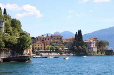Malerisch präsentiert sich der kleine Ort Varenna am Ostufer des Lago di Como